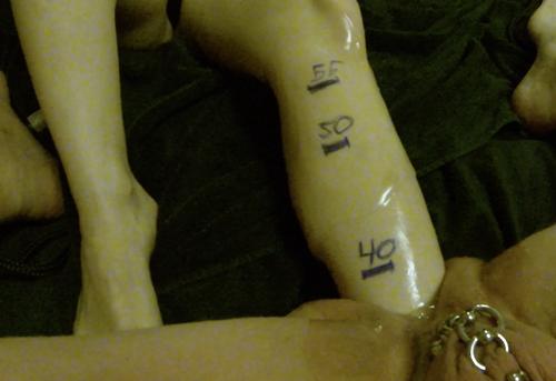 Image 4: Enorme fist avec le pied 55 centimetres dans la chatte