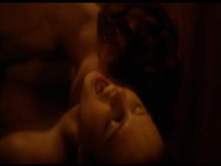 Image 1: Zita Vass baise dans une eglise