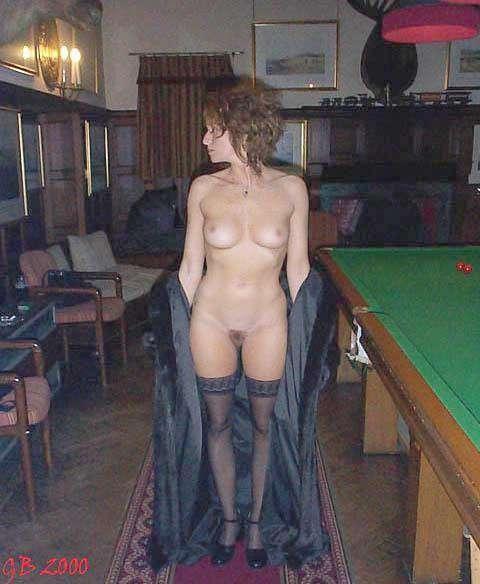 Filles nues à l'hôtel