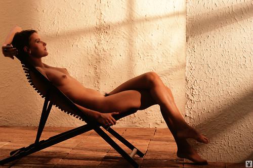 Image 1: Denise Crosby nue et glamour