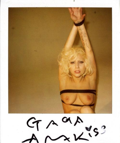 Image 4: Les photos SM et topless de Lady Gaga