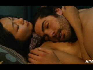 Image 1: Les scenes de sexe avec Corinne Yam dans le film Love and Bruises