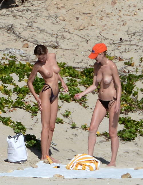 Image 2: Edita Vilkeviciute topless a St Bart