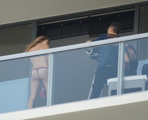 Image 5: Rosie Huntington Whiteley topless