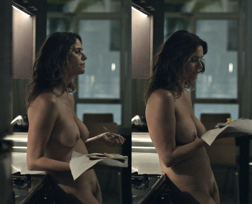 Image 1: Photo d Amy Landecker nue dans un film