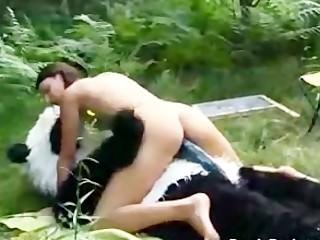 Femme nue qui se font baiser