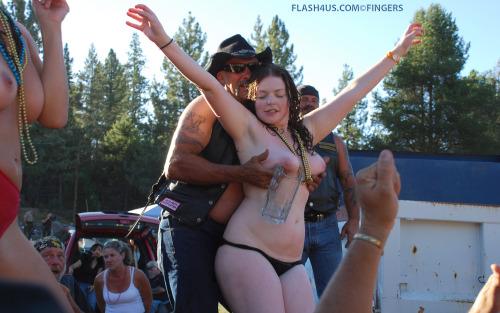 Vieilles qui danse nues