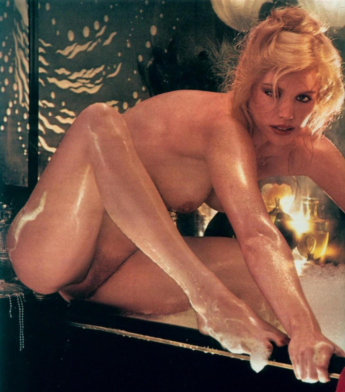 Image 3: Shannon Tweed prend la pose nue