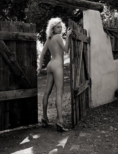 Rebecca Romijn Nude Pictures 55