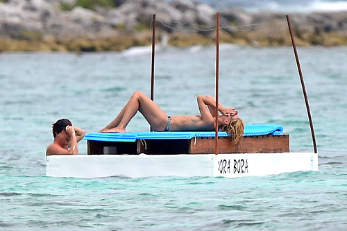 Image 6: Heidi Klum nue a la plage