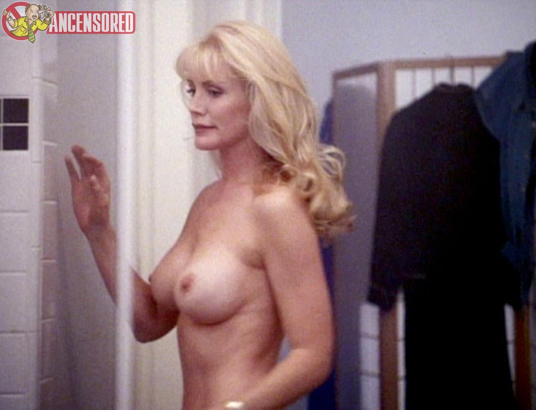 Image 4: Shannon Tweed prend la pose nue