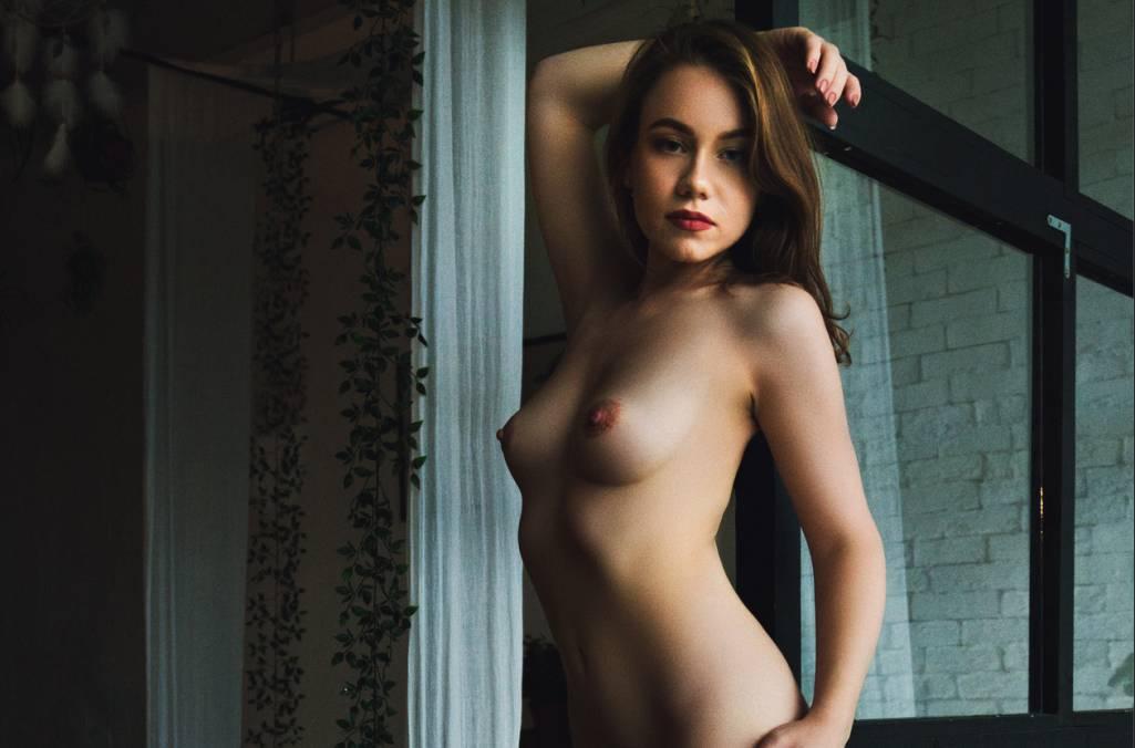 Image 1: La femme nue sur ton ecran