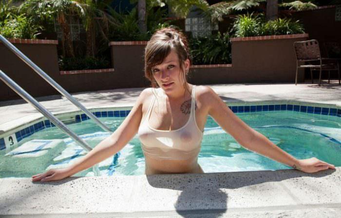 Image 5: Voici les nouvelles photos de oops a la piscine