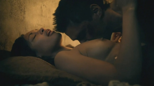Image 2: Cynthia Addai Robinson nue dans Spartacus Vengeance
