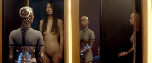 Image 4: Les filles nues du film Ex Machina