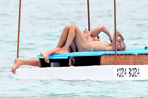 Image 3: Heidi Klum nue a la plage