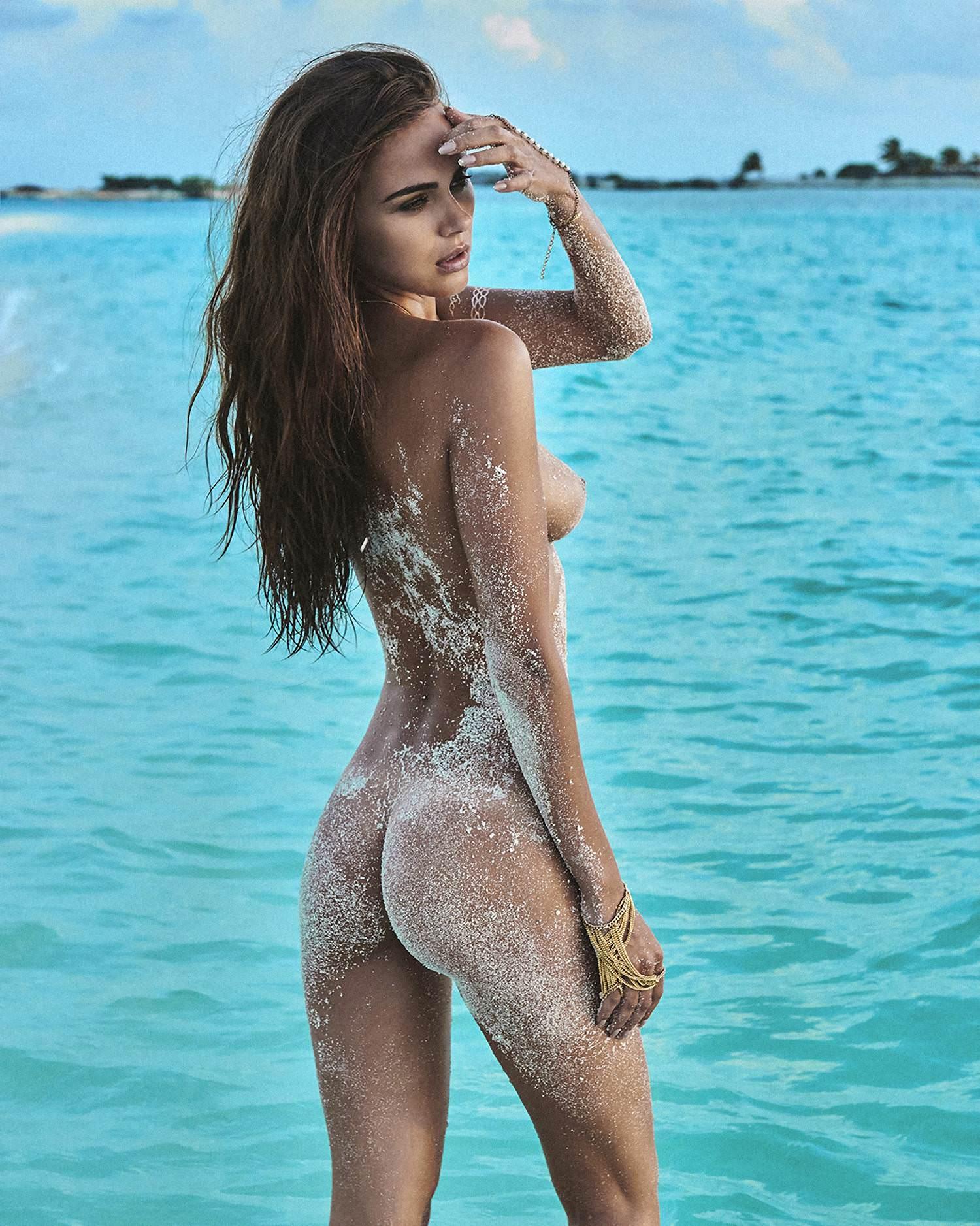Image 3: Xenia Deli L ex copine de Justin Bieber seins nus sur une plage