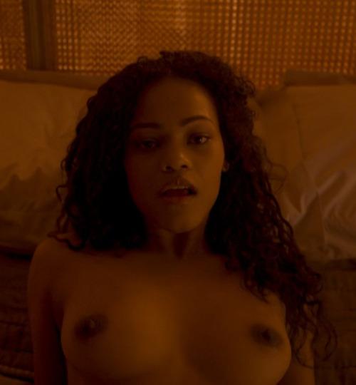 Image 3: Loreece Harrison nue dans le film Black Mirror