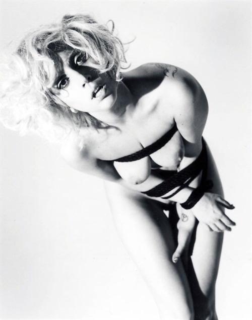 Image 7: Les photos SM et topless de Lady Gaga