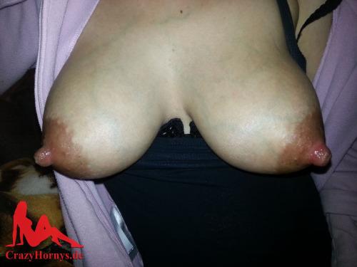 Les seins laiteux de maman vidéo