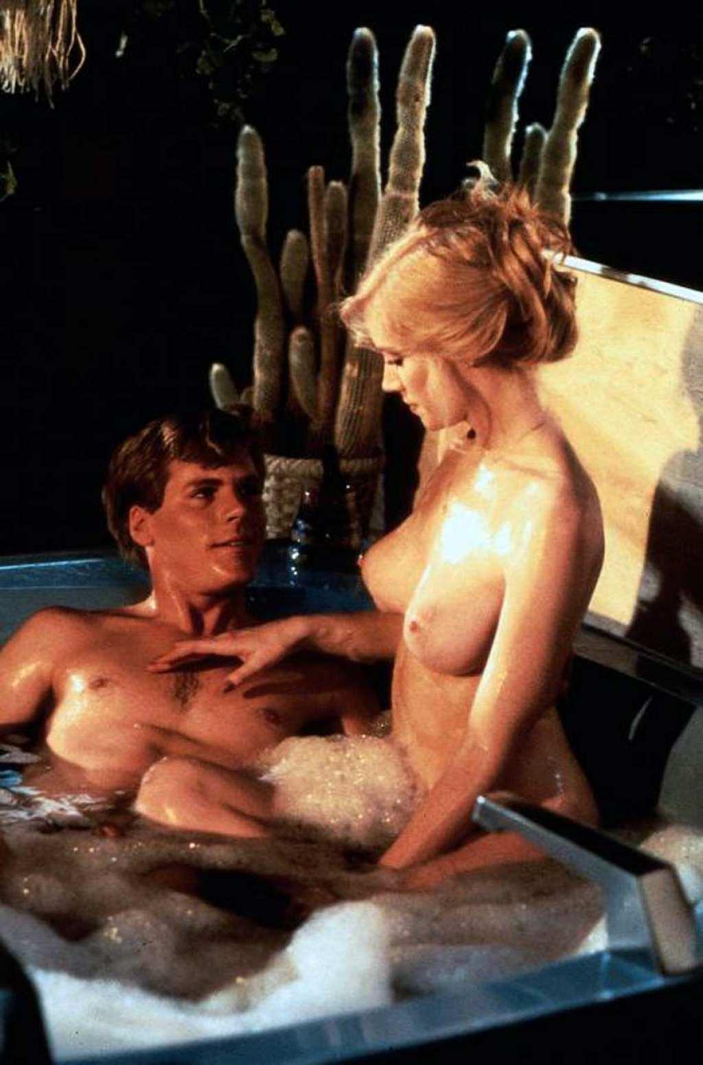 Image 5: Shannon Tweed prend la pose nue