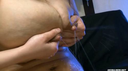 Image 4: Photos sexe d une japonaise avec des gros seins laiteux