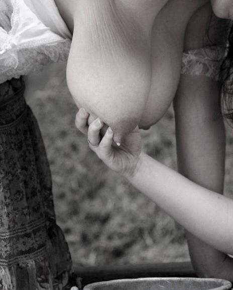 Image 4: Compilation de lactation erotique et gros seins laiteux