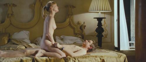 Image 1: Joanna Page nue dans Love Actually