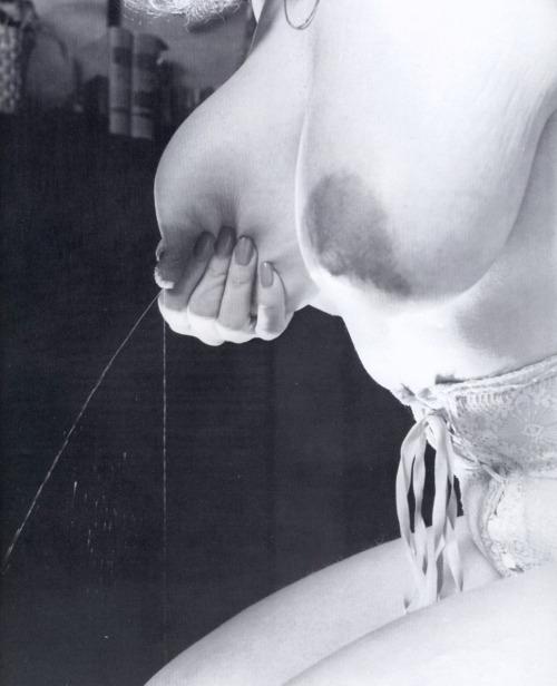 Image 5: Compilation de lactation erotique et gros seins laiteux