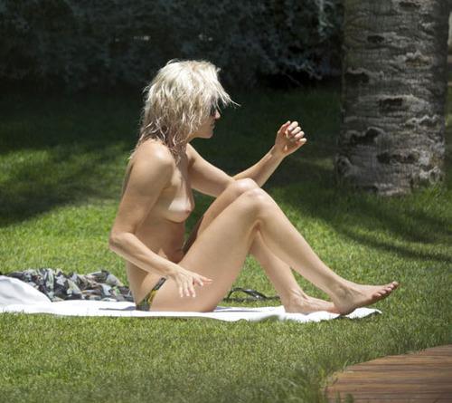 Image 4: Ashley Roberts nue la star montre ses seins