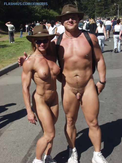 Image 1: Photo d un couple bodybuilder naturiste et exhibitionniste Ca fait beaucoup