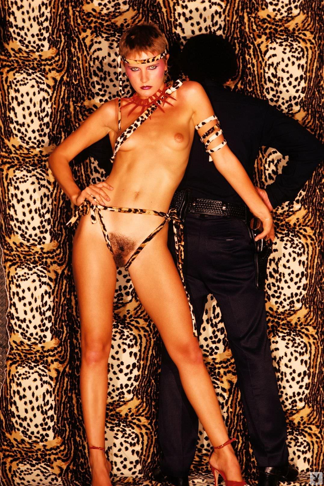 Image 2: Denise Crosby nue et glamour