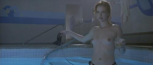 Charlize Theron nue - Elles se mettent nues pour nous