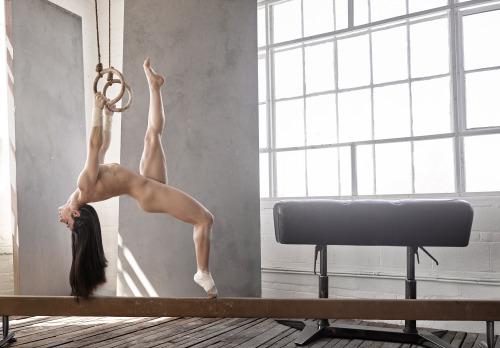 Image 2: Aly Raisman championne olympique de gymnastique fait des photos nue