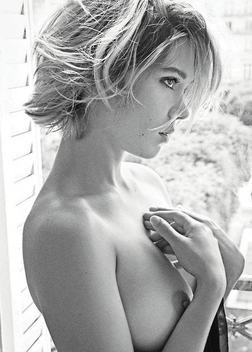 Image 1: Lea Seydoux topless