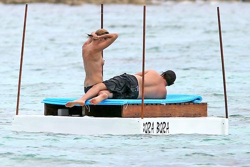 Image 4: Heidi Klum nue a la plage