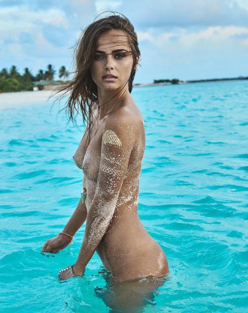 Image 1: Xenia Deli L ex copine de Justin Bieber seins nus sur une plage