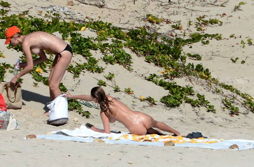 Image 10: Edita Vilkeviciute topless a St Bart