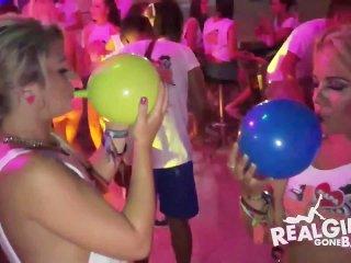 Image 1: Videos de jeunes filles droguees qui montrent leurs seins en boite