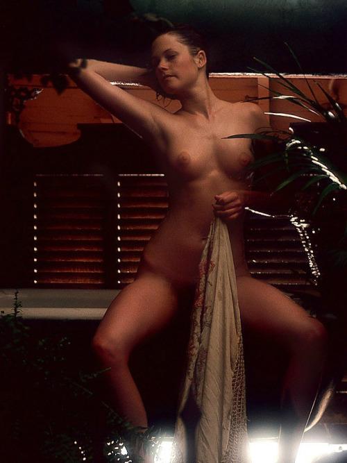 Image 3: GIF de Melanie Griffith qui montre ses seins