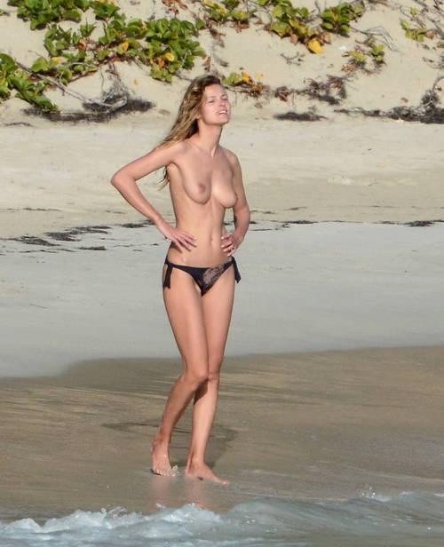 Image 4: Edita Vilkeviciute se baigne topless