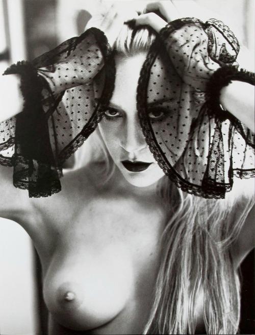Image 1: Chloe Sevigny fatale et nue en gothique girl