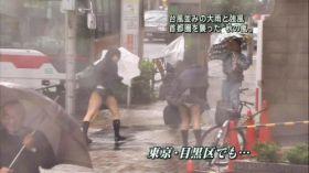 Oops! Quand le vent souffle au Japon, on voit les culottes sous les jupes!