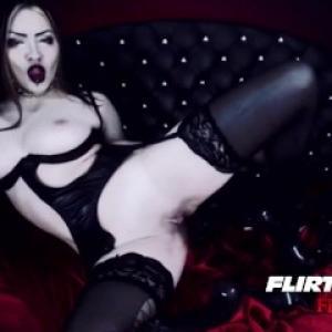 Webcam sexe: Une jeune fille gothiq...