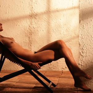 Denise Crosby nue et glamour