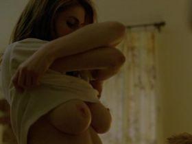 Video des gros seins d'Alexandra Daddario nue dans True Detective