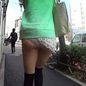 Photo d'une fille japonaise qui mon...