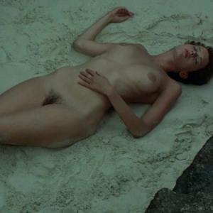 Sylvia Kristel nue dans le film Emm...