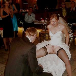 Une femme mariée exhibe sa chatte a...