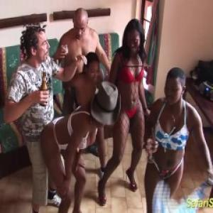 Vidéo de sexe à l'africaine qui fin...